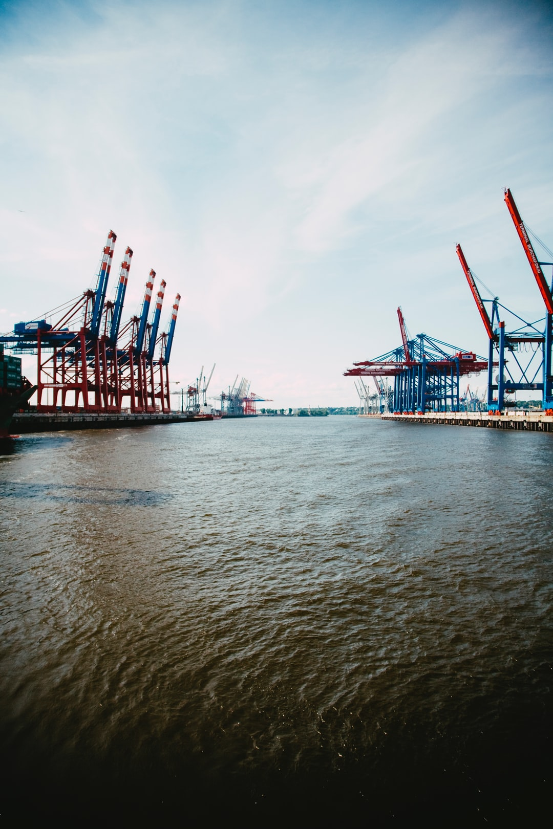 Container terminal for global logistic transport