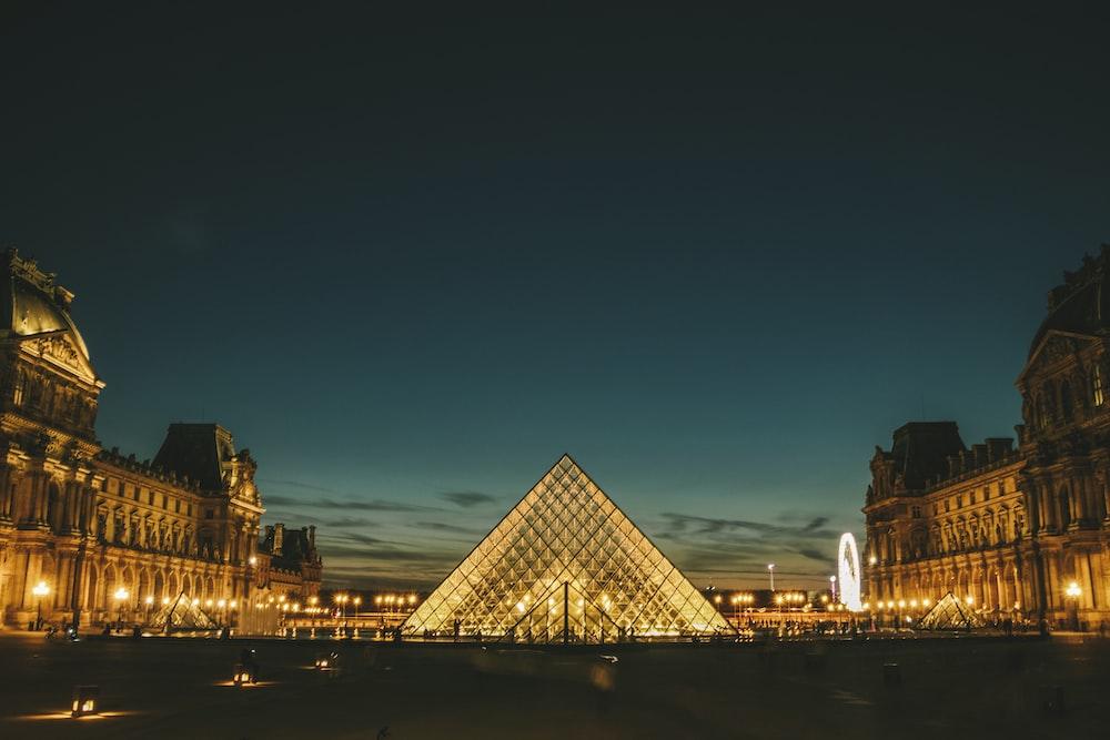 Louvre photograph