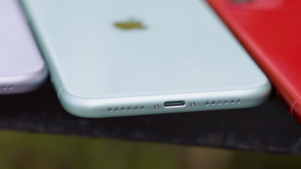 white and silver iphone 6
