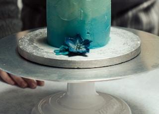 round blue cake