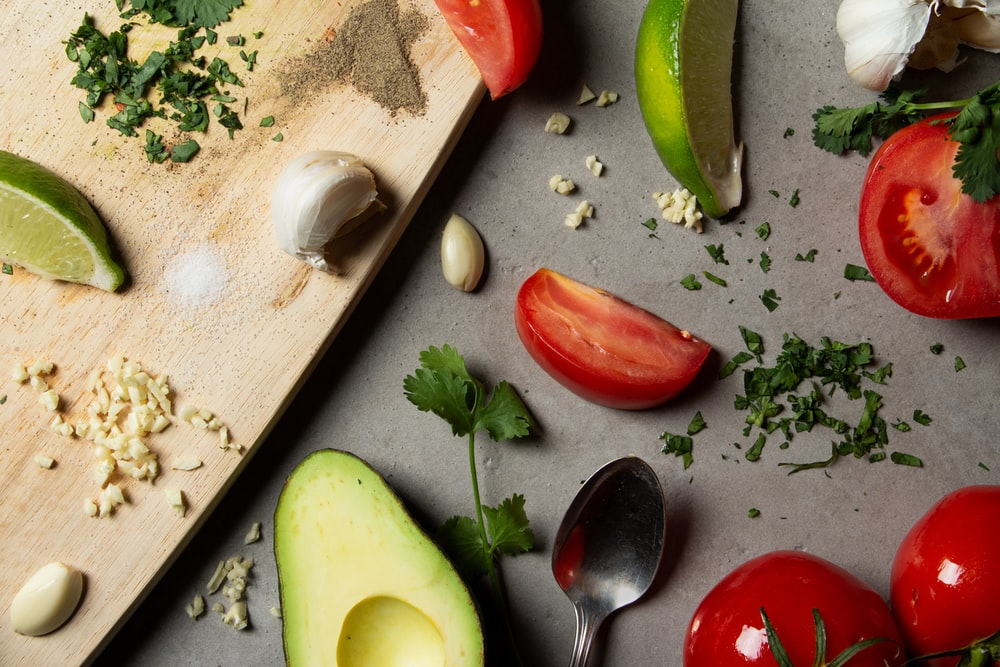 sliced tomatoes and avocado