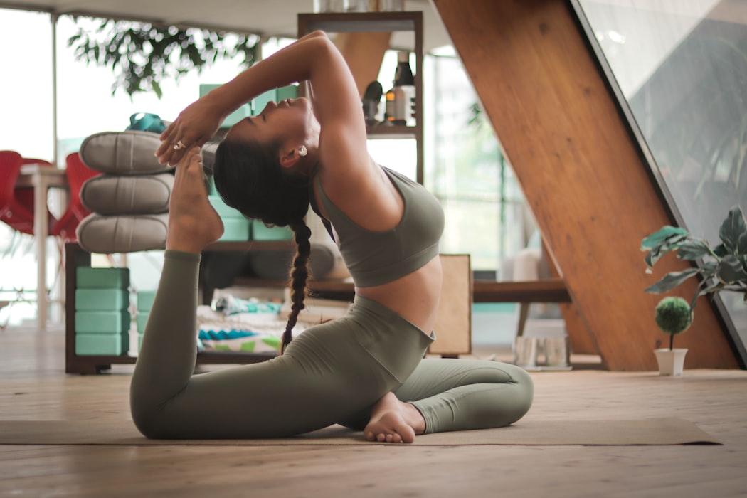 praticando yoga