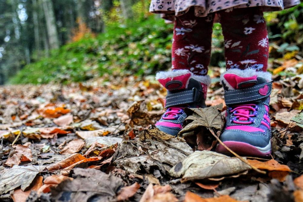 Otroški čevljiso sicer do neke mere prilagodljivi in pogosto lahko brez skrbi kupimo tudi nekoliko večjo številko.