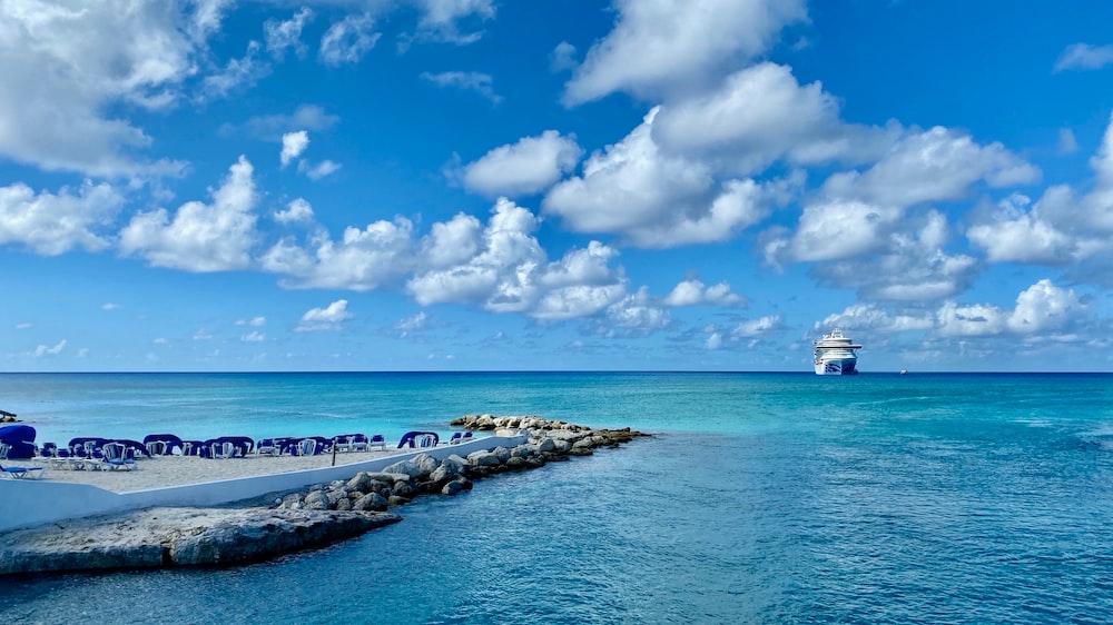 sailing cruise during daytime