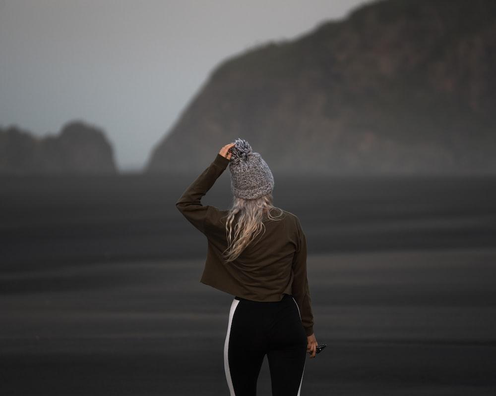 women's brown long-sleeved shirt