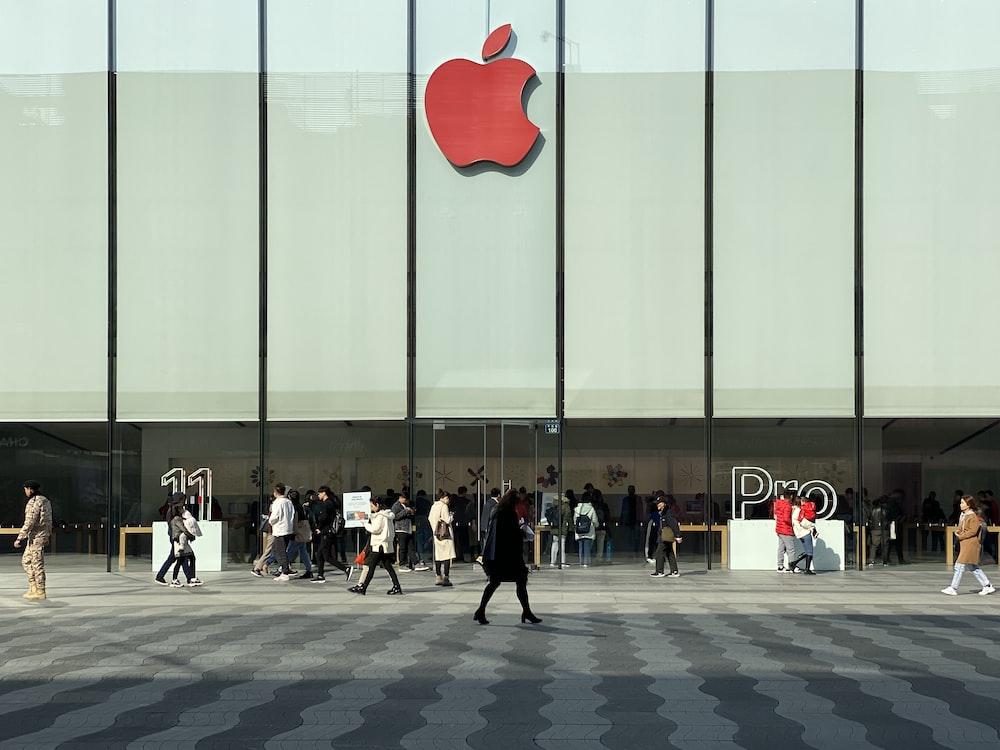 people in Apple Store