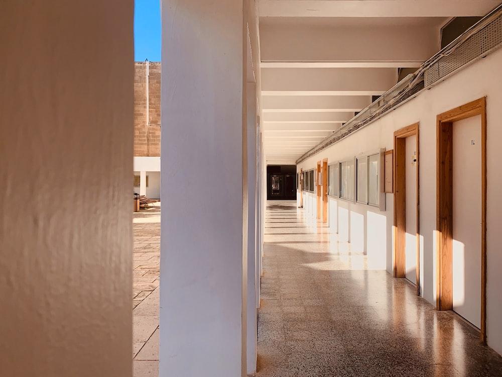 empty hallway with closed doors of building