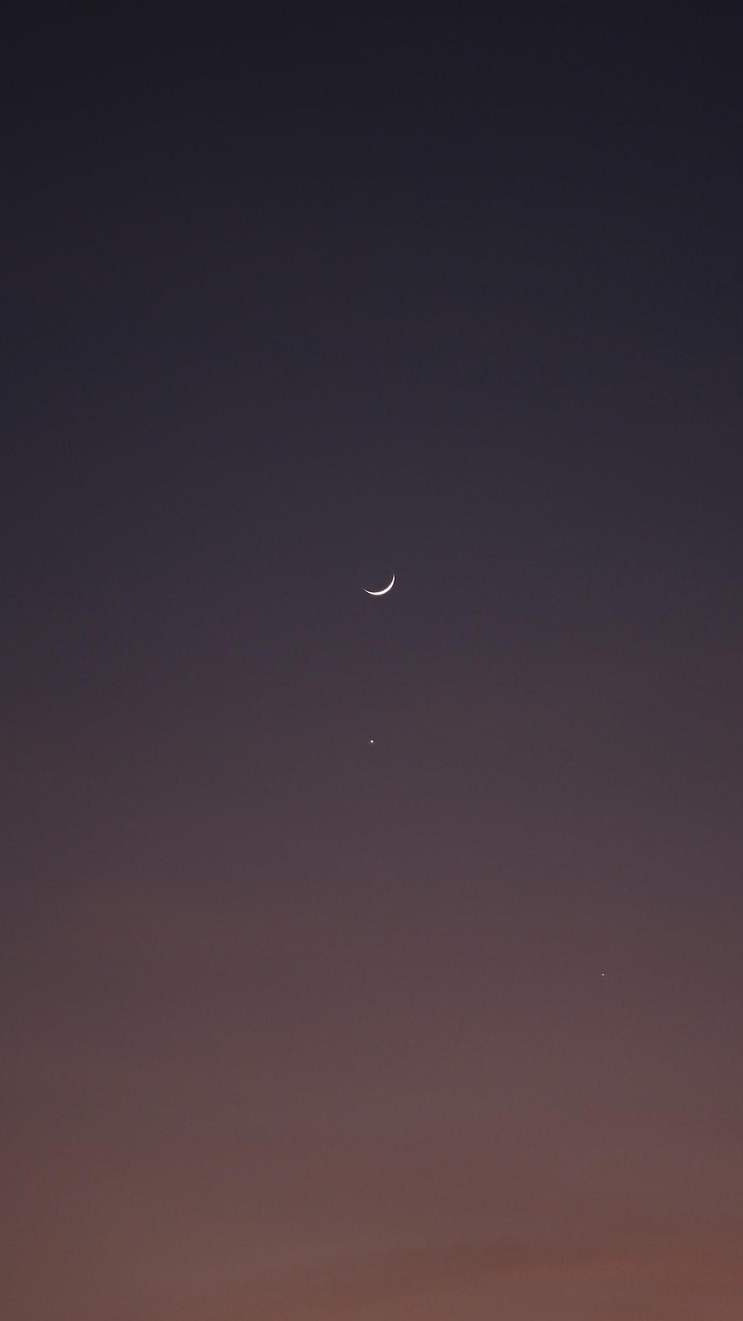 The moon, Venus and Saturn.