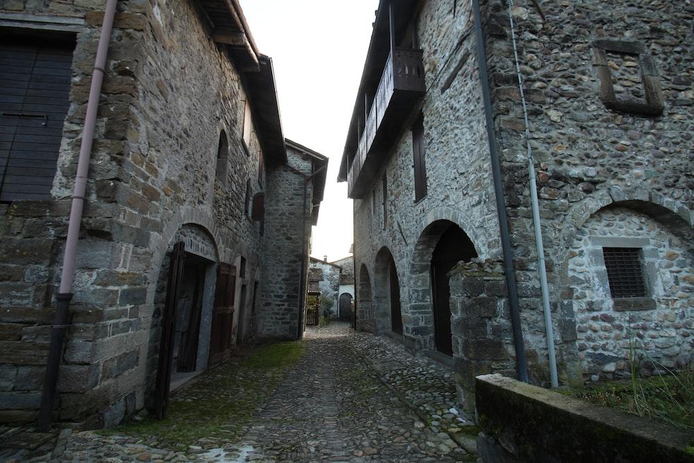 narrow pathway between stone houses
