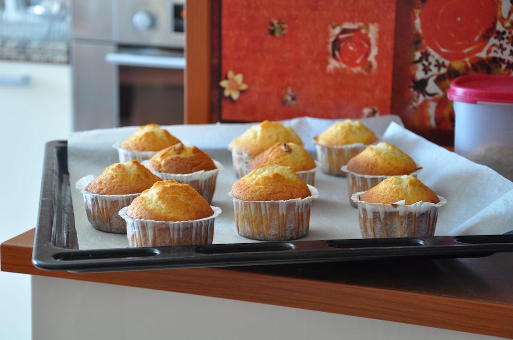 tray of cupcake