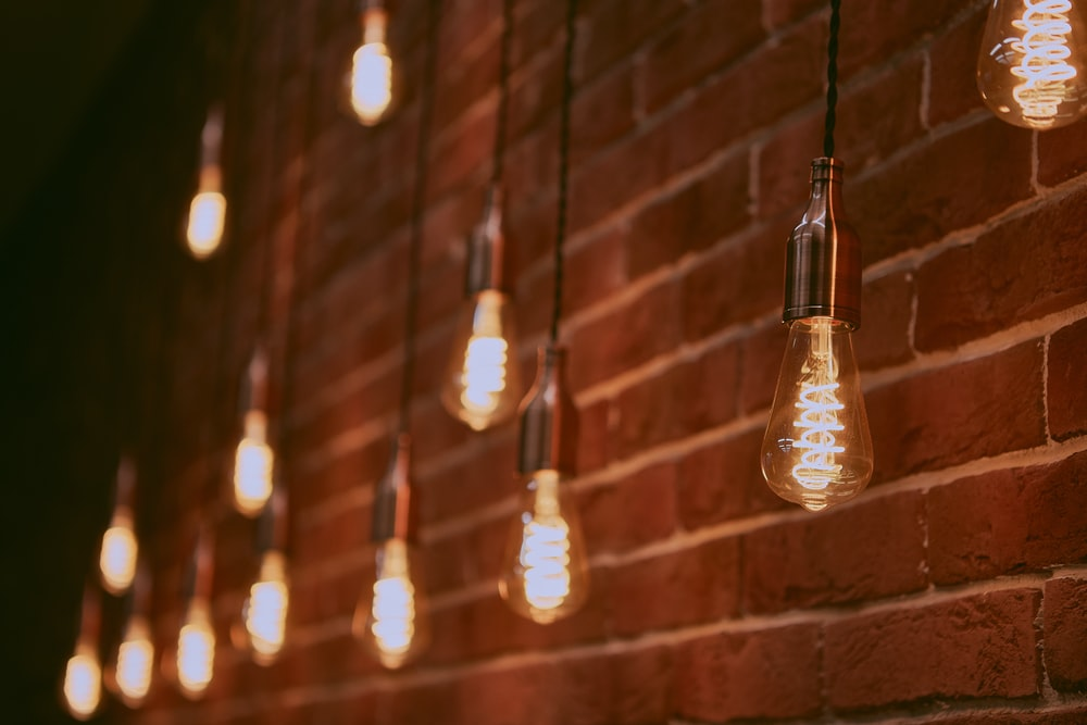 Screw cap or Bayonet? The Different Light Bulb Bases Explained ...