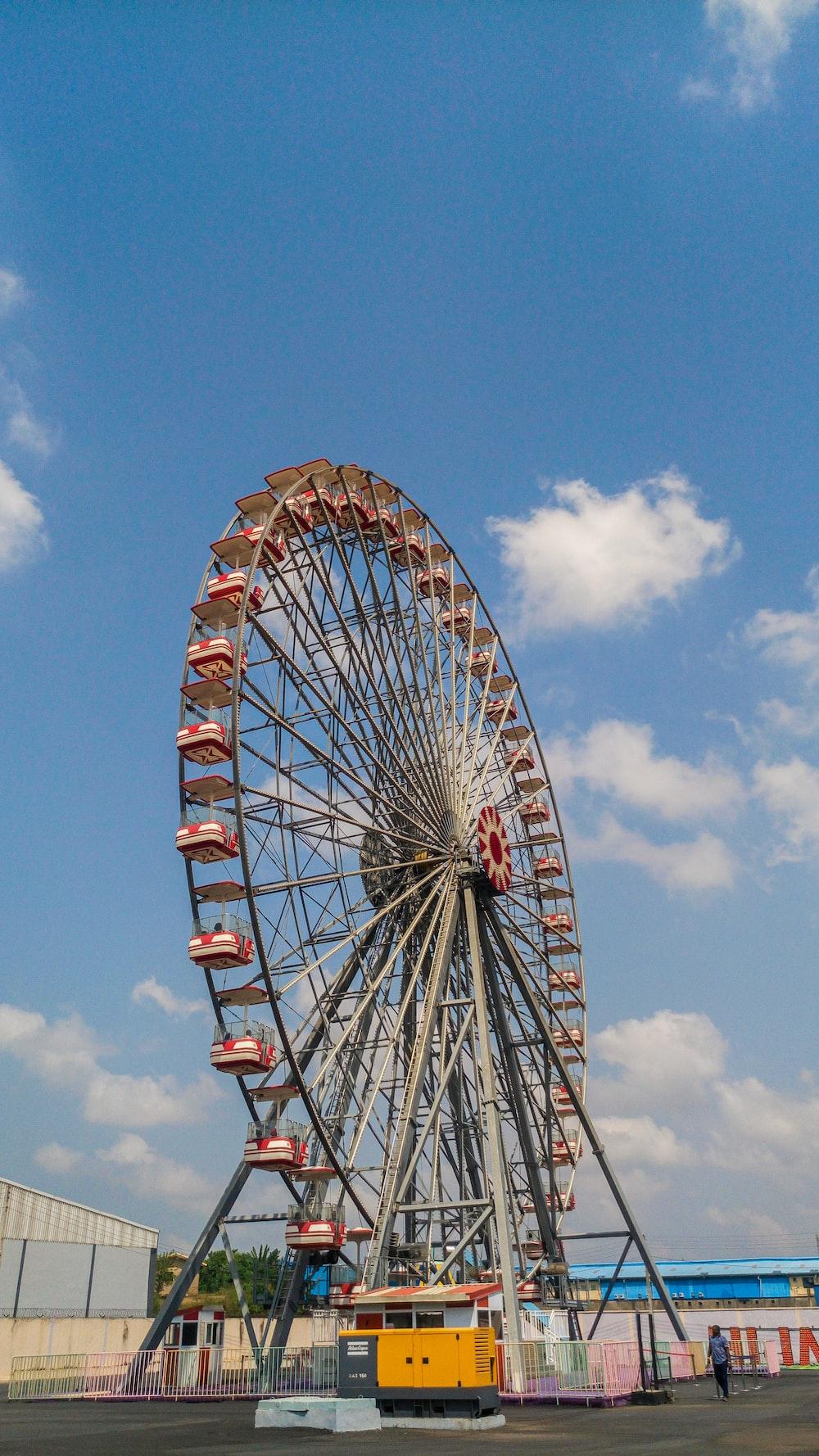 grey Ferris Wheel during daytime