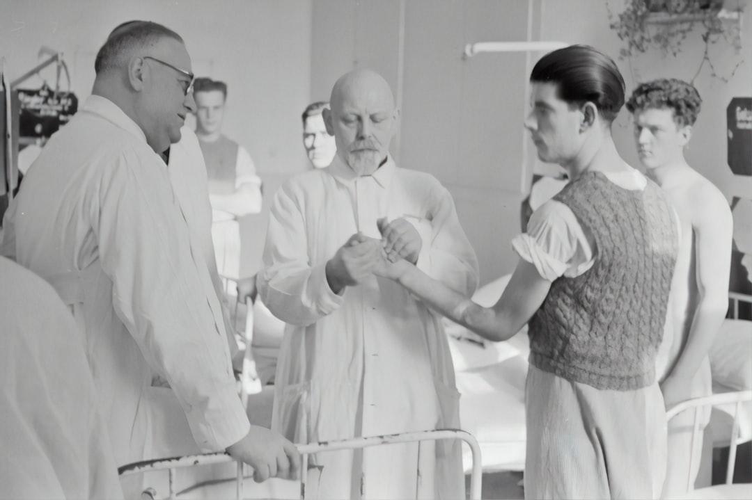 Lorenz Böhler examines the arm of a patient. Around 1943