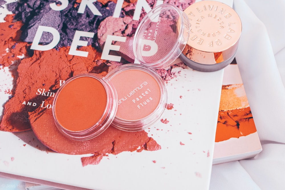 blush on container