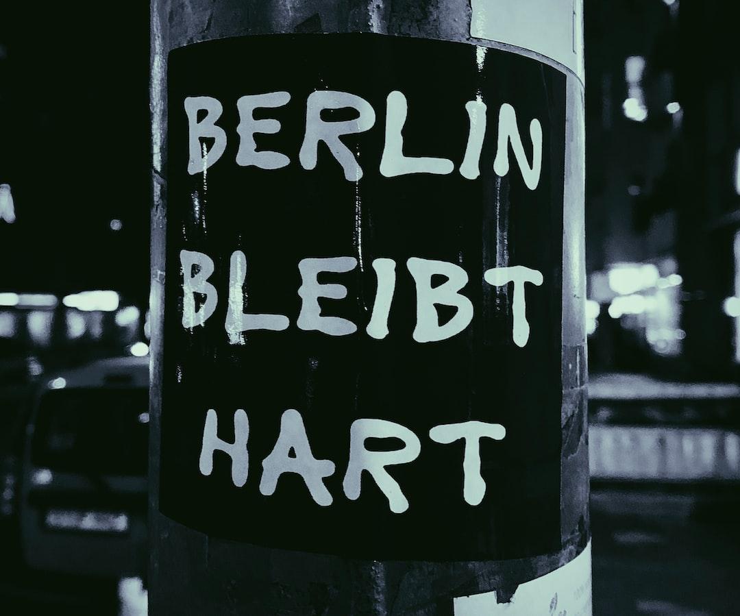 Streetart on a lampoon near Berlin Funkturm