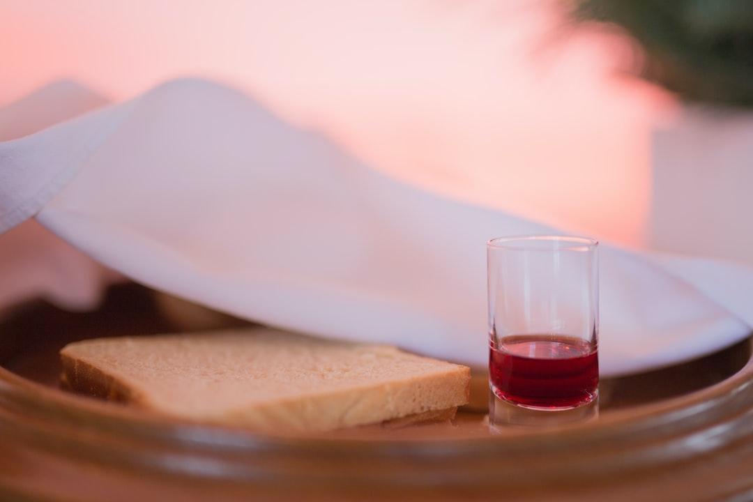 Holy Communion, the Lord's Supper, Eucharist, wine, bread, Wein, Brot, Eucharistie, Abendmahl, church, congregation, Kirche, Gemeinde