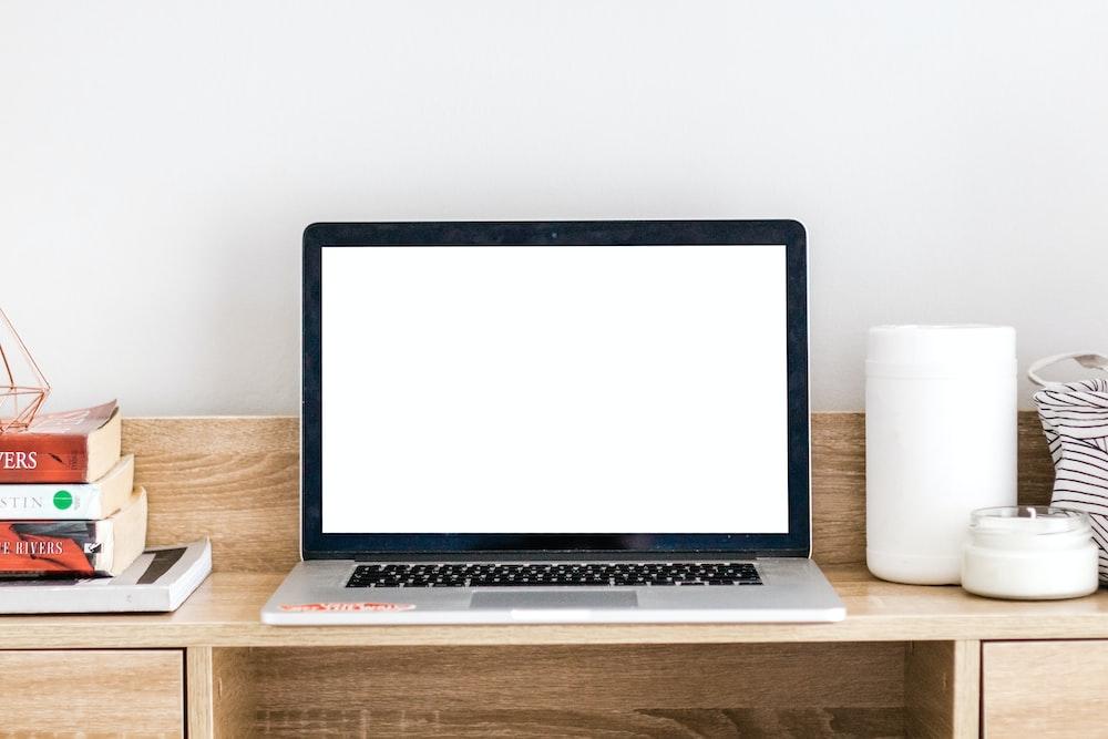 Laptop op tabel geen ruimte voor lucht circulatie - Laptop wordt heet