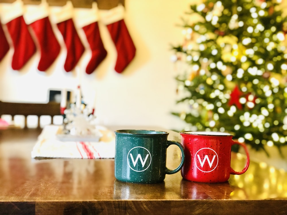 two red and blue mugs on a wooden table