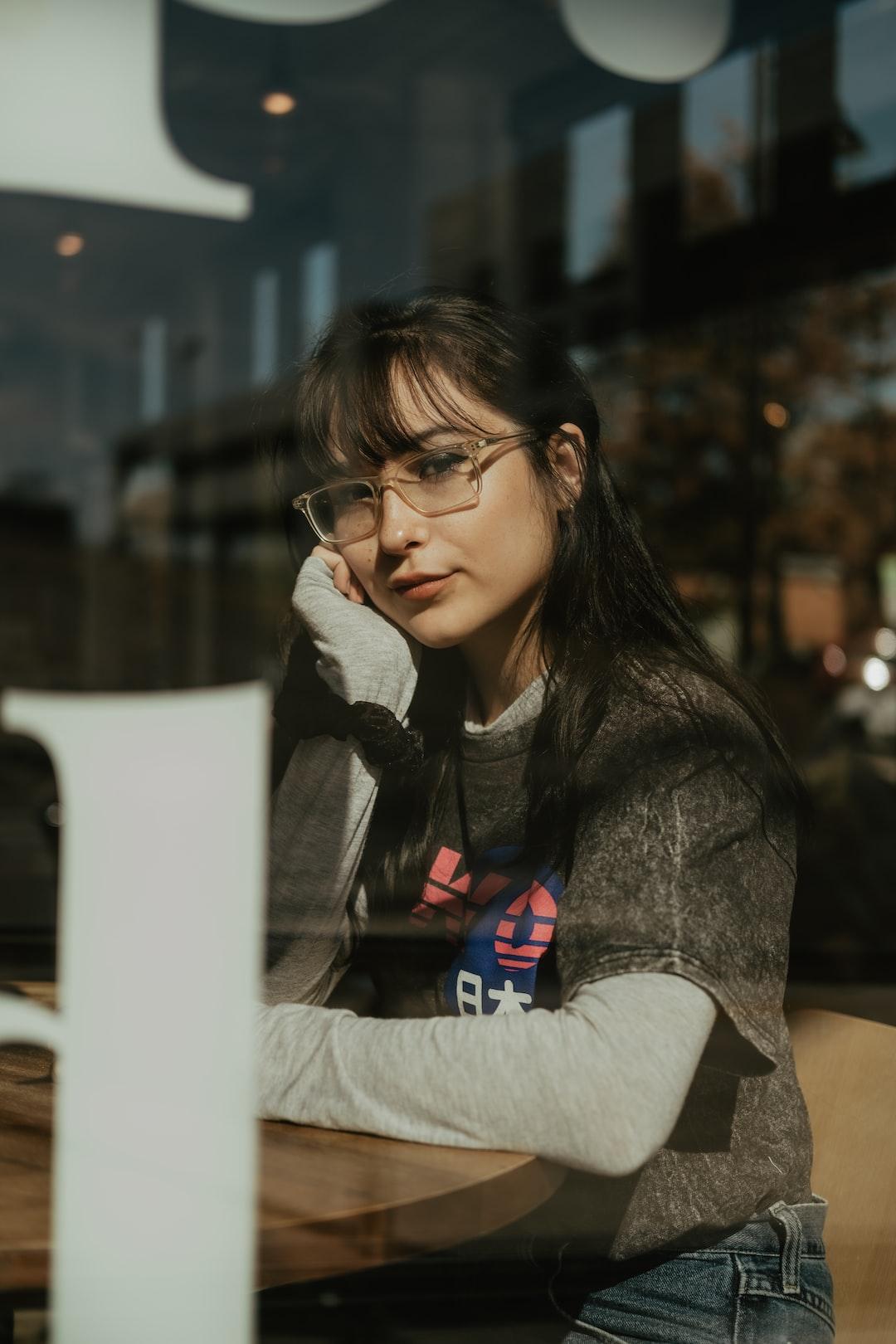 girl in bookstore |