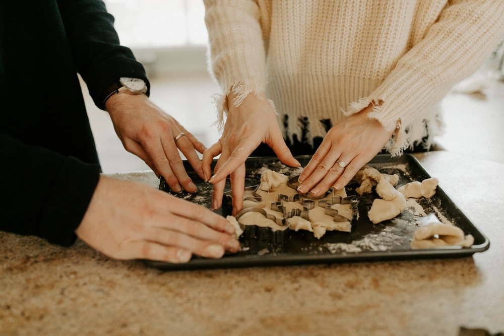 shallow focus photo of person touching black tray