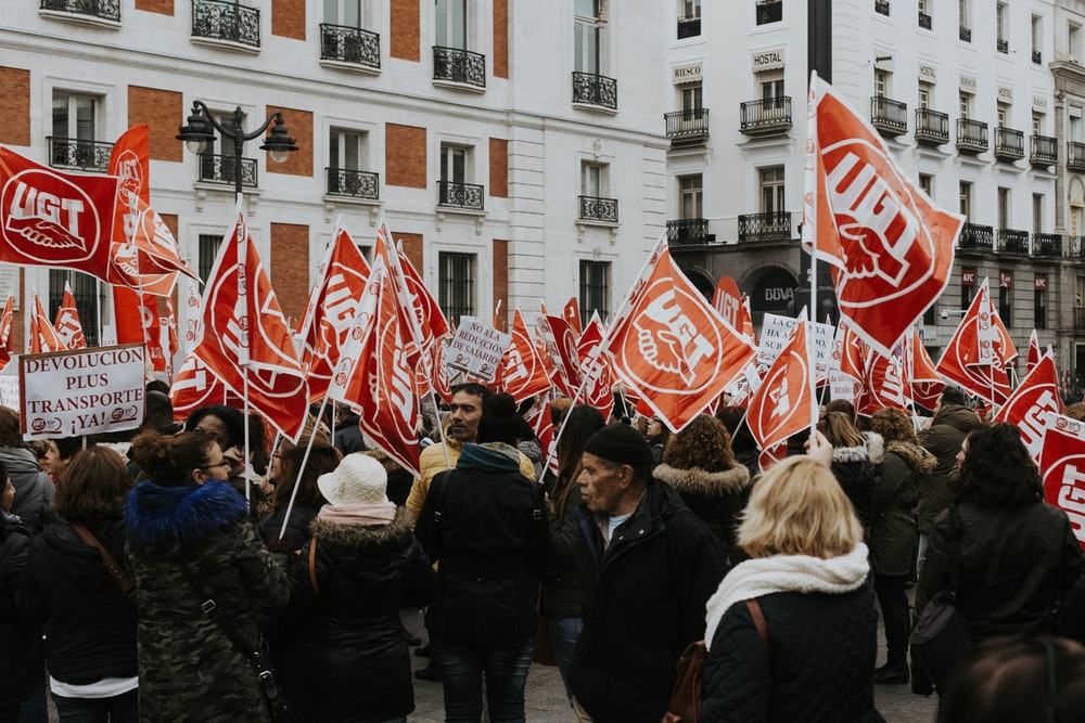 people in rally holding red UGT banners