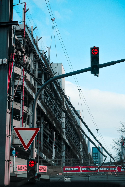 black traffic light indicating stop