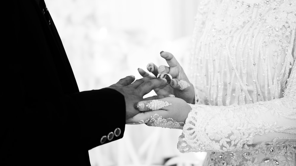 wedding couple changing wedding rings