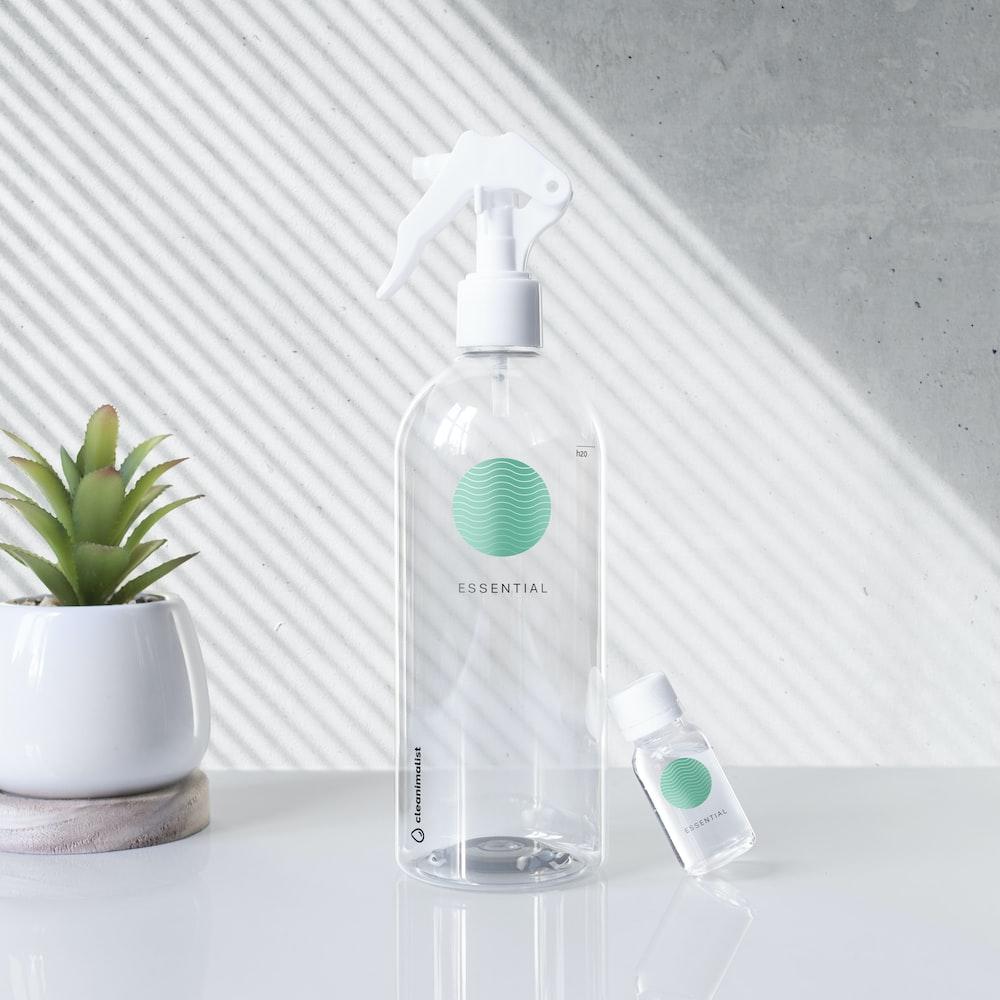 clear plastic spray bottle