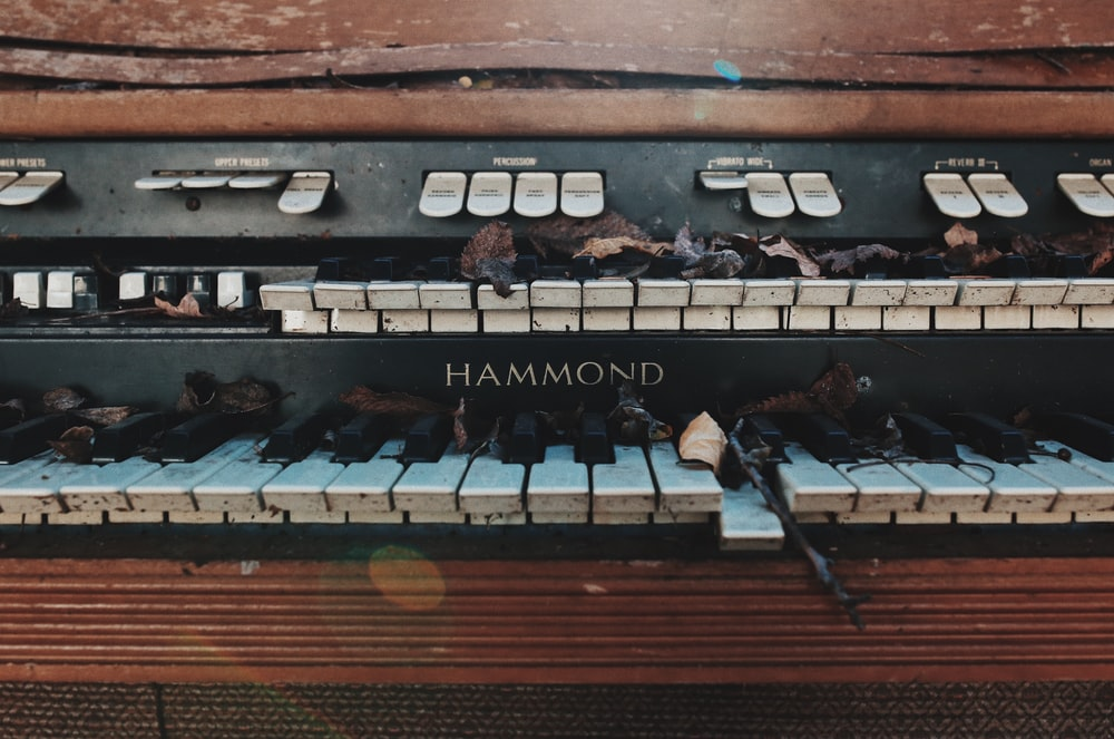 broken black Hammond piano