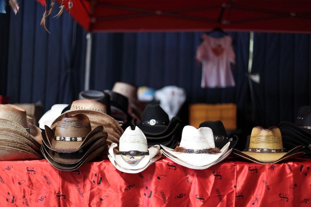 Des chapeaux, encore des chapeaux... // Hats, and more hats !