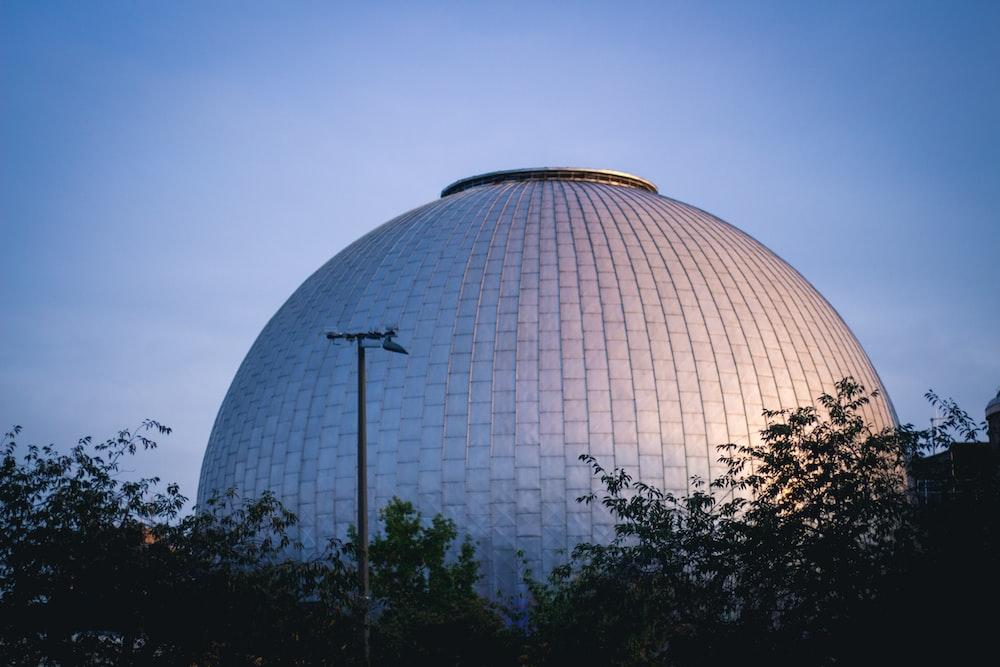 gray concrete dome building