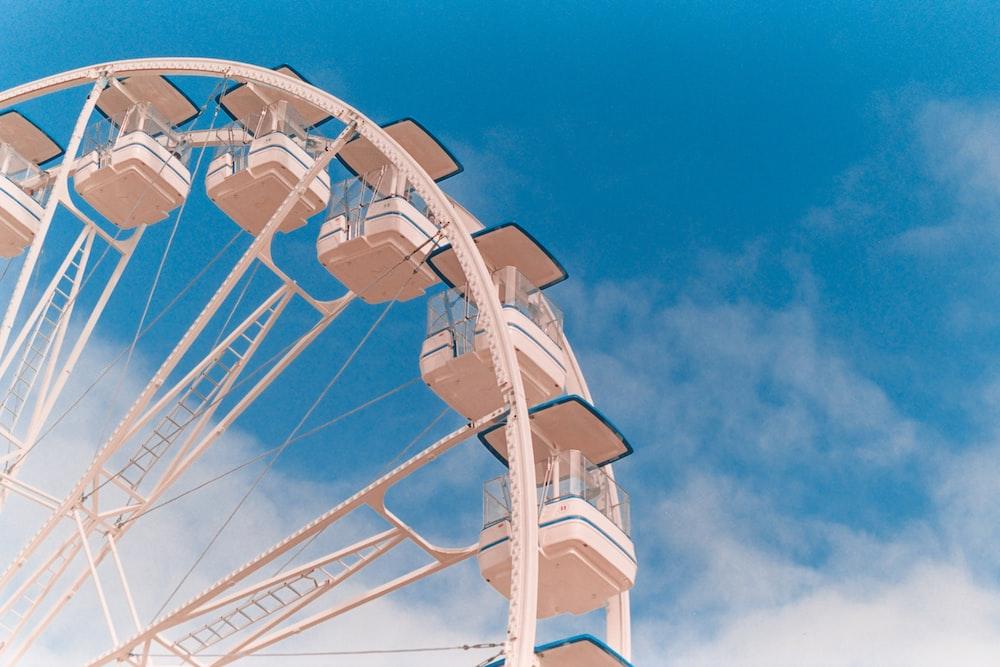 shallow focus photo of white Ferris wheel