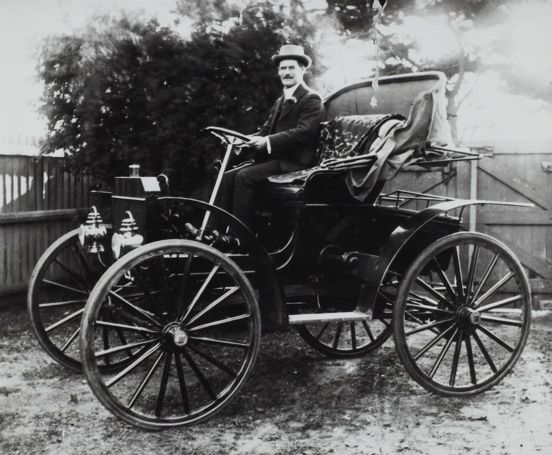 Mr Thomas M. Arthur Driving a Schacht Motor Buggy, Melbourne, Victoria, circa 1908-1909