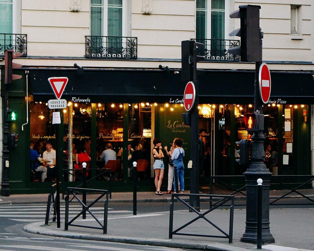 People socializing in a café in Paris  🇫🇷