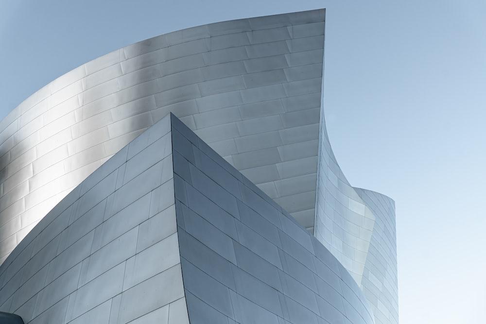 closeup photo of concrete building during daytim