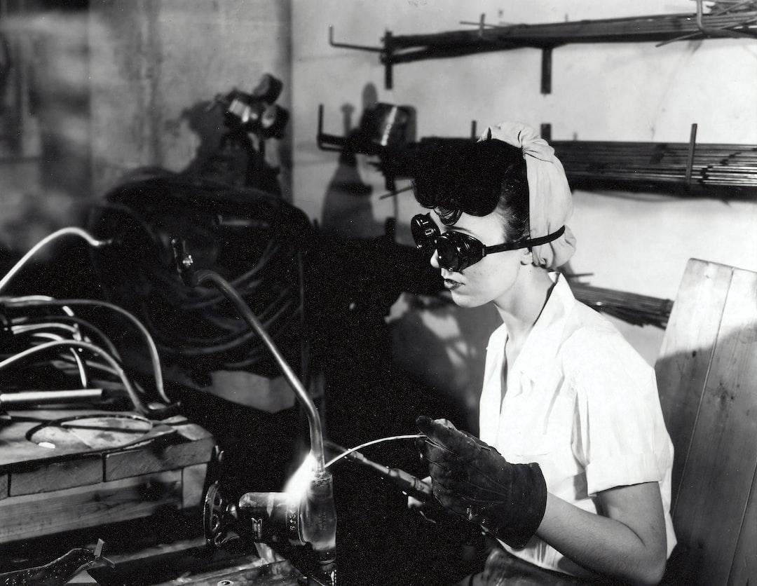 Female welder in World War 2