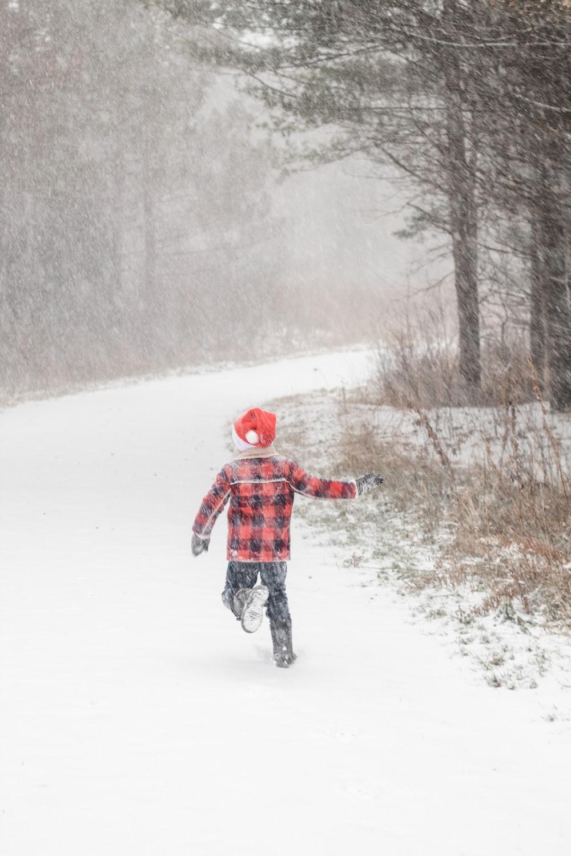 children running on snow