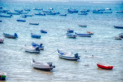 The blue sea. The blue boats... And the little red one. Cádiz, Spain