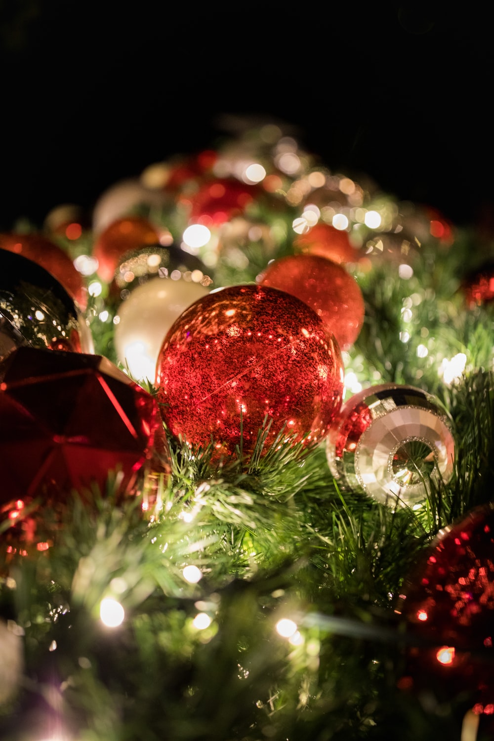 red bauble balls