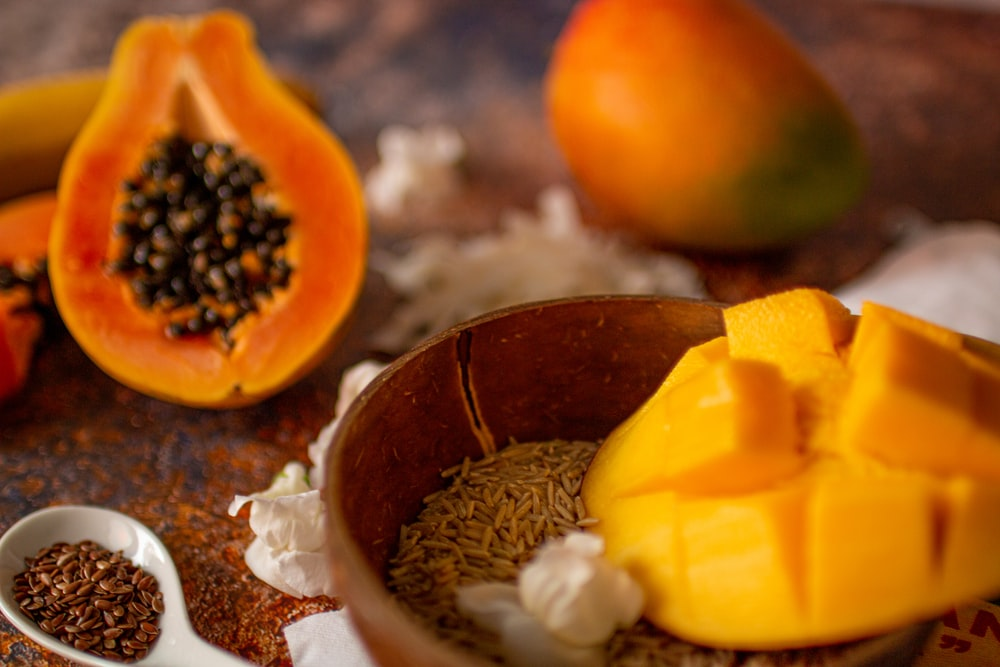 mango in bowl