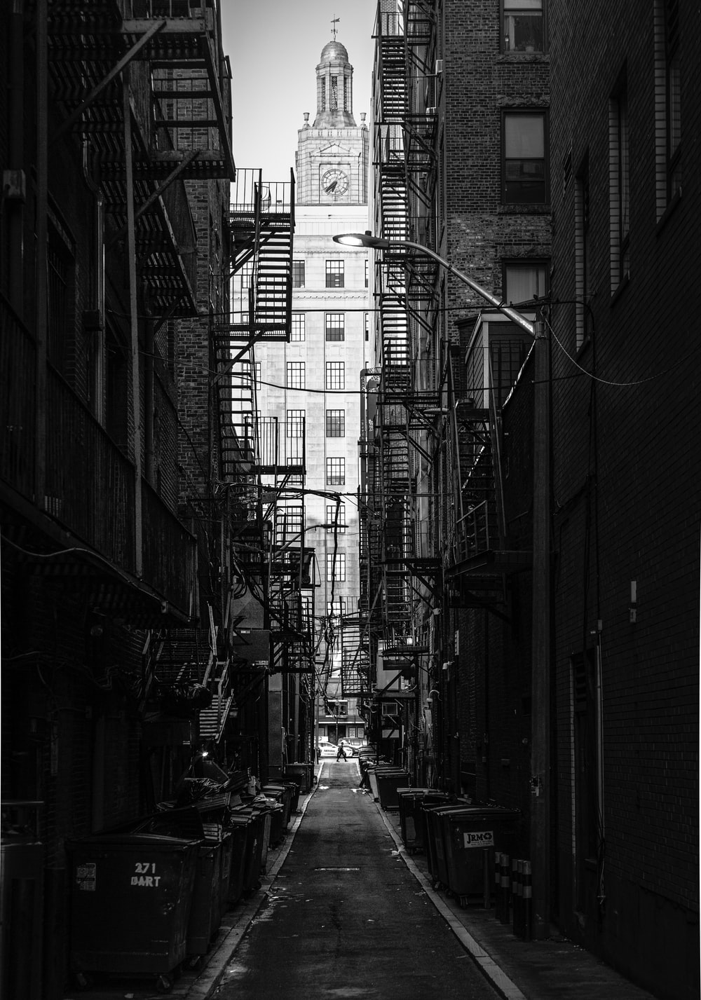 alley photography of walkway during daytime