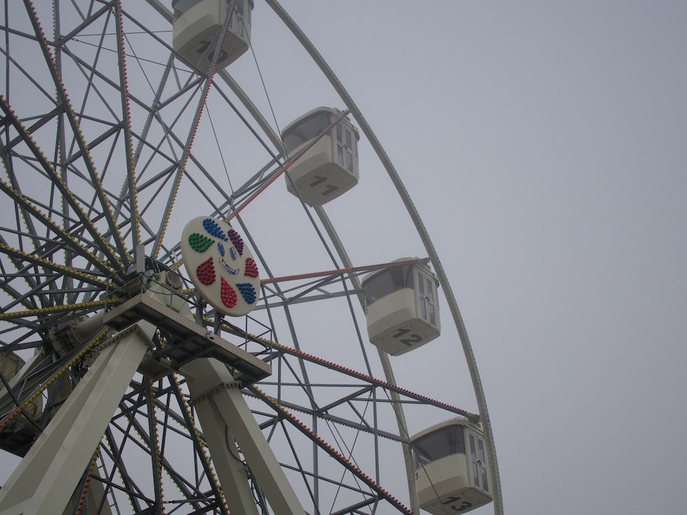 Ferris wheel during day
