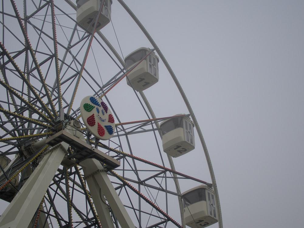 Ferris wheel during day