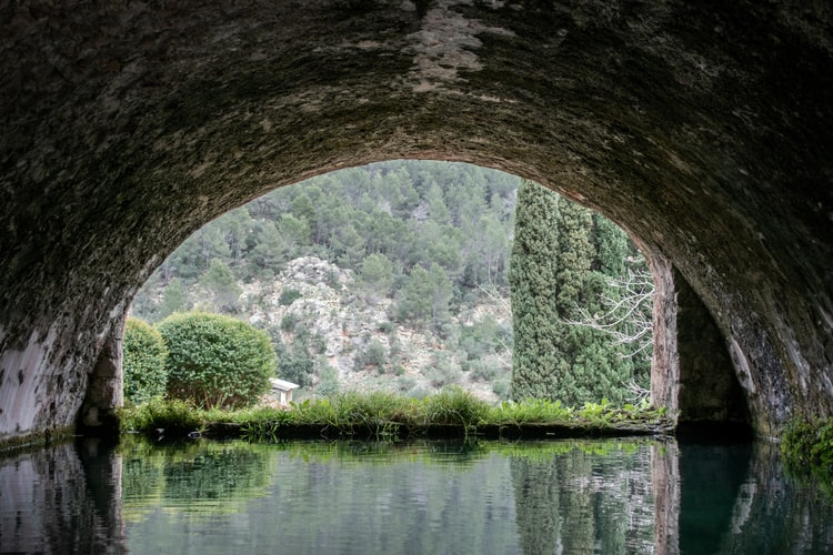 An old water well in the Jardines de Alfabia