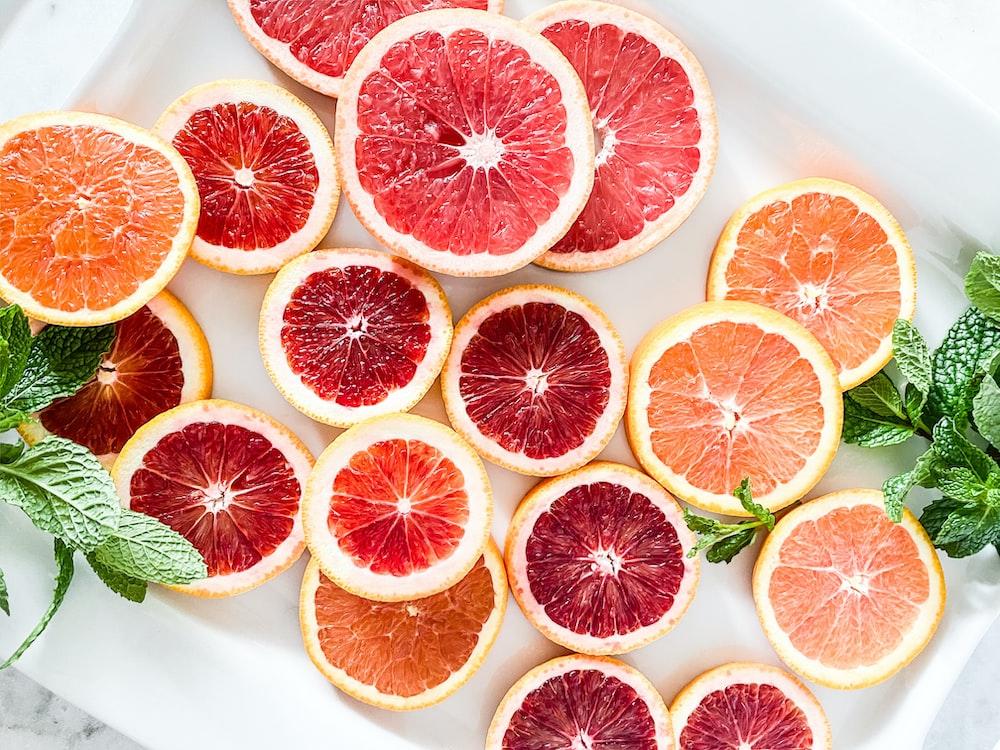 red and orange grapefruits
