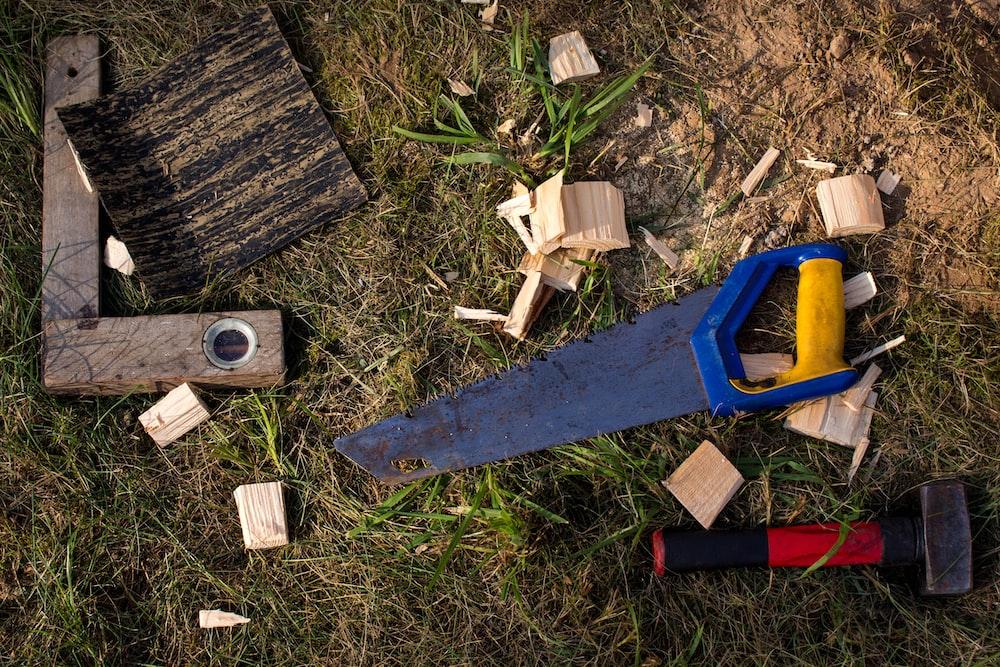 blue wood saw