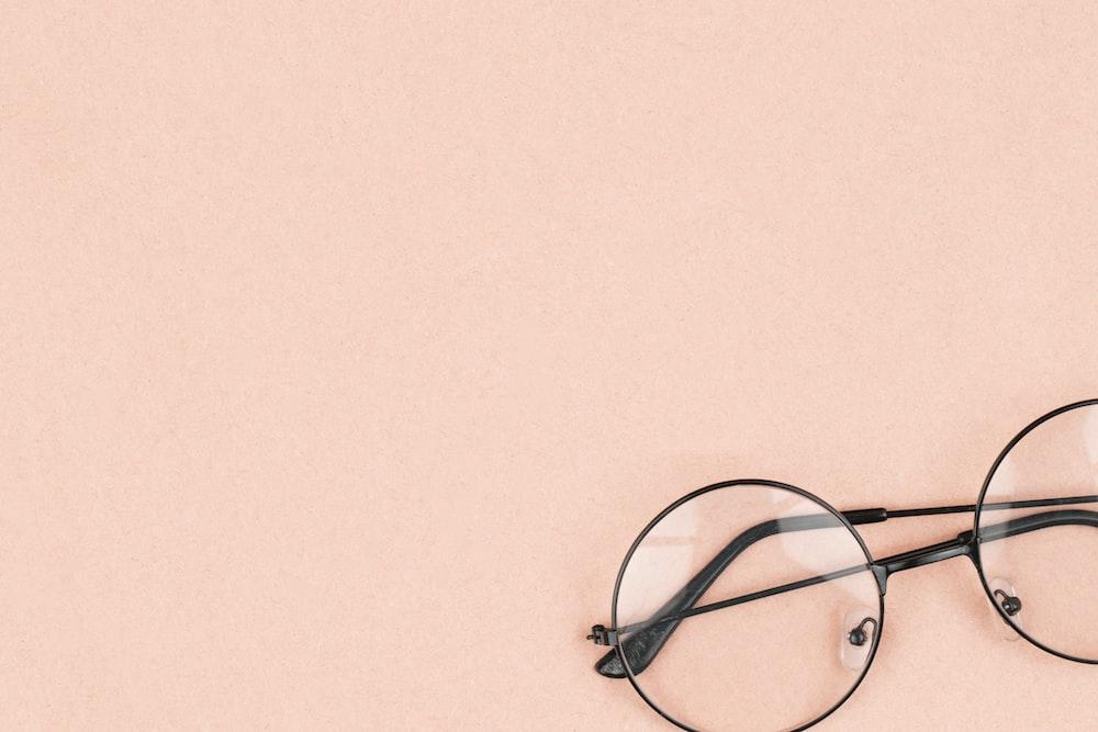 黒枠の眼鏡