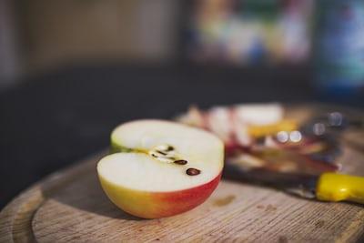 Comer manzanas ayuda a limpiar el esmalte de los dientes