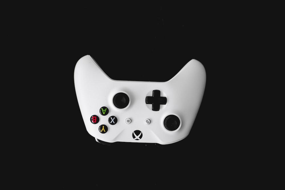 white Xbox One wireless controller