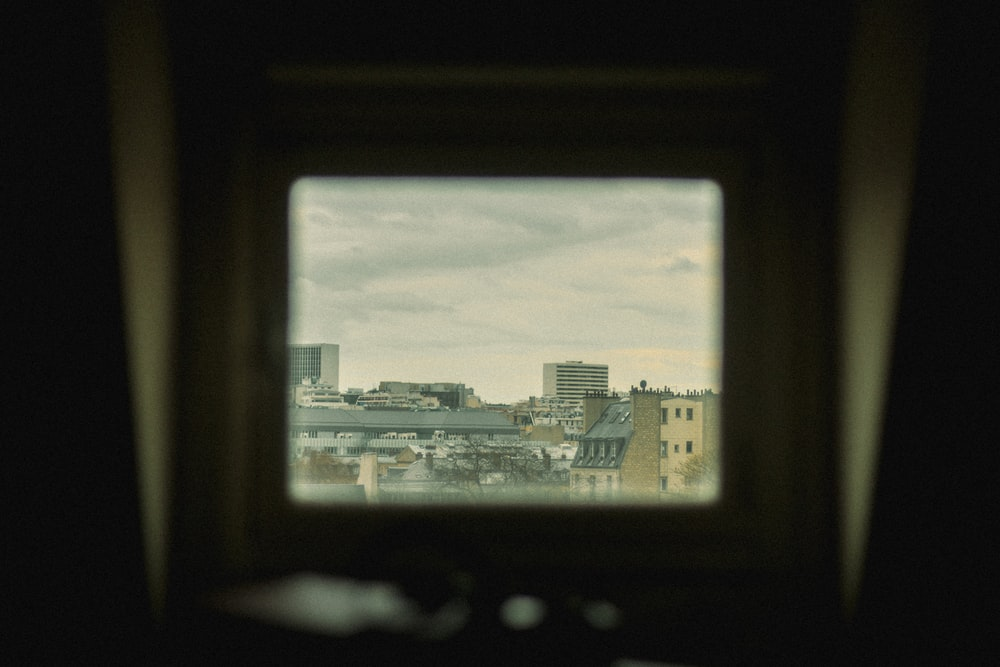 shallow focus photo of cityscape during daytime